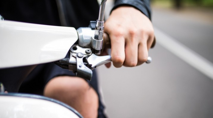Ketahui Ciri-ciri Kampas Rem Sepeda Motor Apkir Agar Selamat
