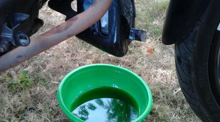 Ketahui Gejala Oli Mesin Bercampur Air dan Penanganannya